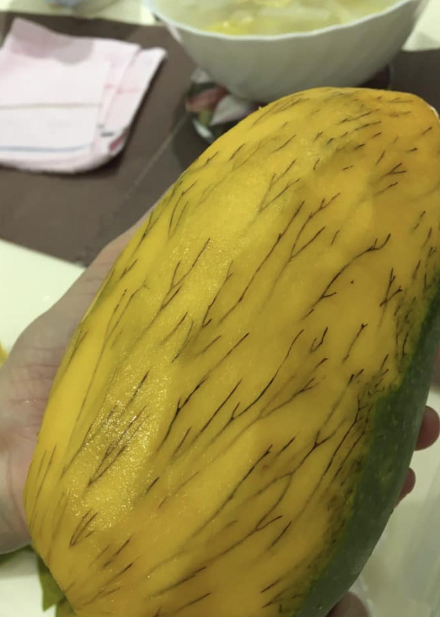網友PO文問「芒果長腿毛」還能不能吃?神人緊阻止:吃了屁股會很慘!