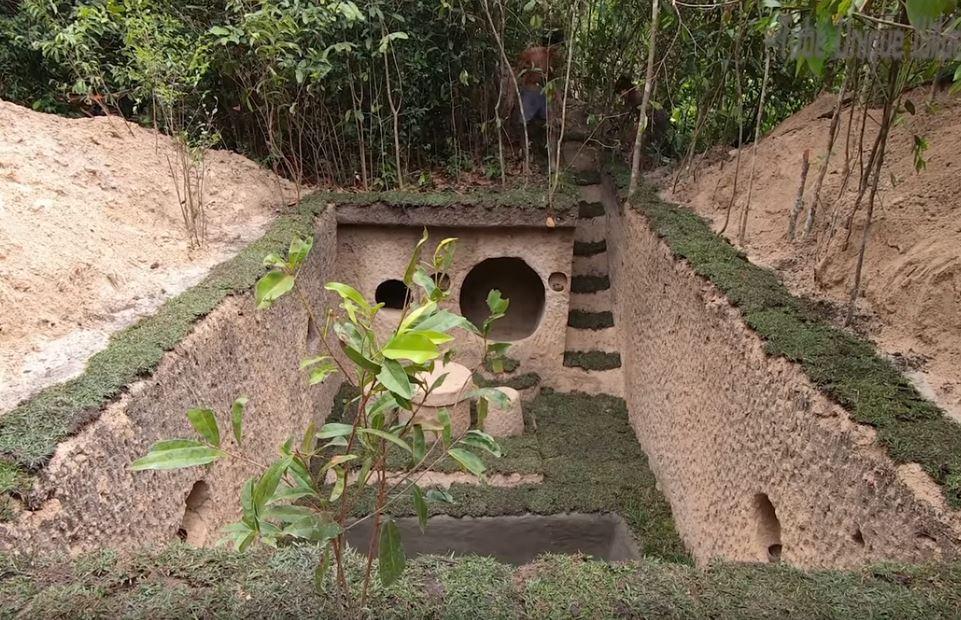 超狂兄弟徒手在荒野「挖出詭異的巨大坑洞」 當他們把水灌進去後...五星級泳池誕生了!