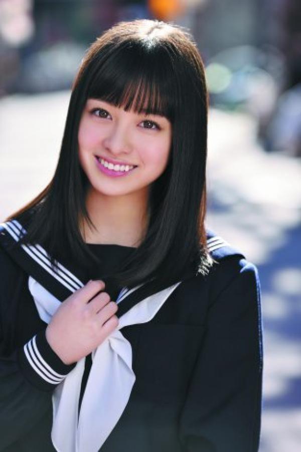 橋本環奈拍成熟風寫真「天使感全消失」 網友看到「太謎的封面」嚇歪:以為她下海了!