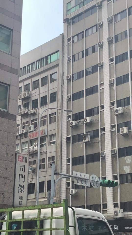 花蓮6.1地震狂搖1分鐘...各地災情統整「2棟老建築」更傾斜!已有1人失去生命跡象
