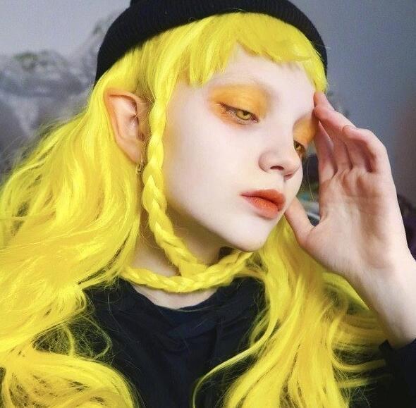 最會染的少女!19歲正妹「染過世上所有顏色」 連最醜「青色」都能演繹成仙氣精靈❤