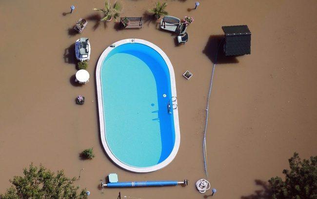 26張證明「世界並不是由人類掌管」的震撼天災照 淹大水後的廁所...驚見一堆青色怪物!