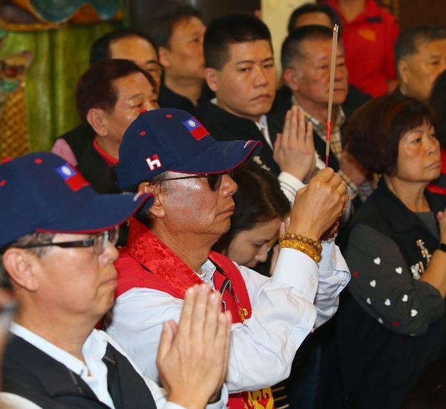 媽祖托夢!郭台銘確定參加「2020國民黨總統初選」 同樣「商人從政」網疑惑:該不會要當台灣川普?