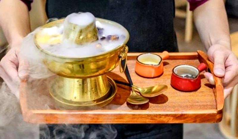 馬來西亞「冷熱都可吃的珍奶火鍋」大爆紅 超夢幻點心變配料網讚:真的不是暗黑料理!
