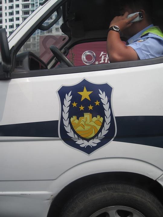 警察攔查司機查資料卻發現「他已離世」 網震驚:全是他家人做的!