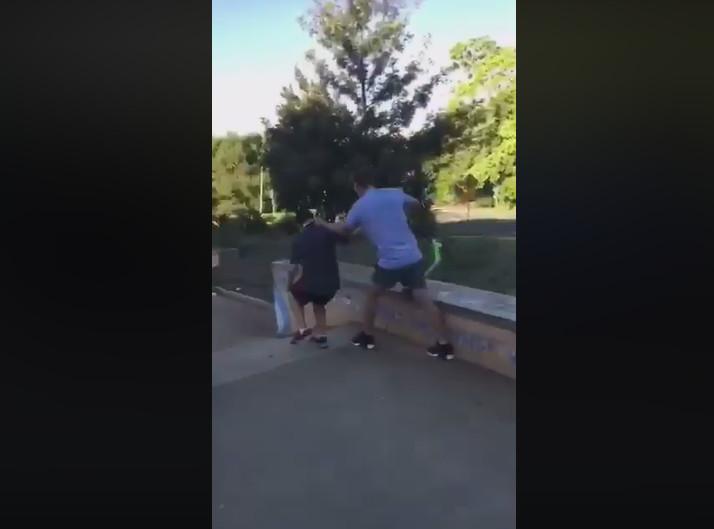 兒子被「小混混包圍」逼他滾出公園 憤怒爸「把滑板車變流星」引爭議:我在討回公道!