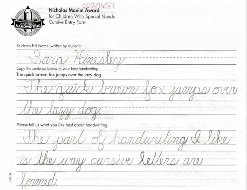 10歲小女孩「沒有手」...卻拿到寫字比賽冠軍!網一看「比印刷更美」字跡:超慚愧