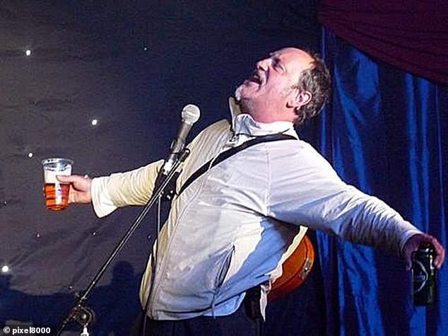 喜劇演員開玩笑「想像一下我在台上病發」竟真的猝逝 觀眾「以為他在演」大笑5分鐘