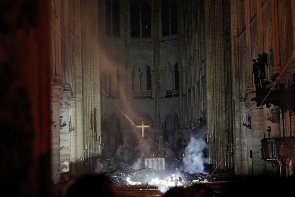 巴黎聖母院遇到大火 網挖出15年前愛情電影...男主角早已預言「會消失」!