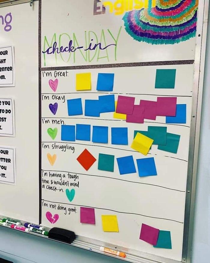 老師親自製作「心情點名板」太貼心 各大名校爭相模仿:這可以救學生一命!