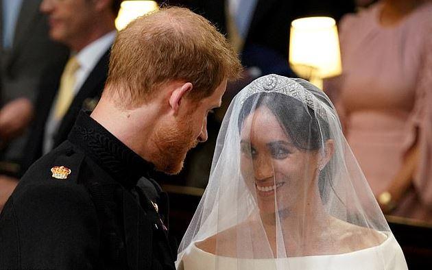 哈利王子才結婚一年頭髮「整個快禿光」 網拿「老爸+哥哥」當對比:時間在倒數了...
