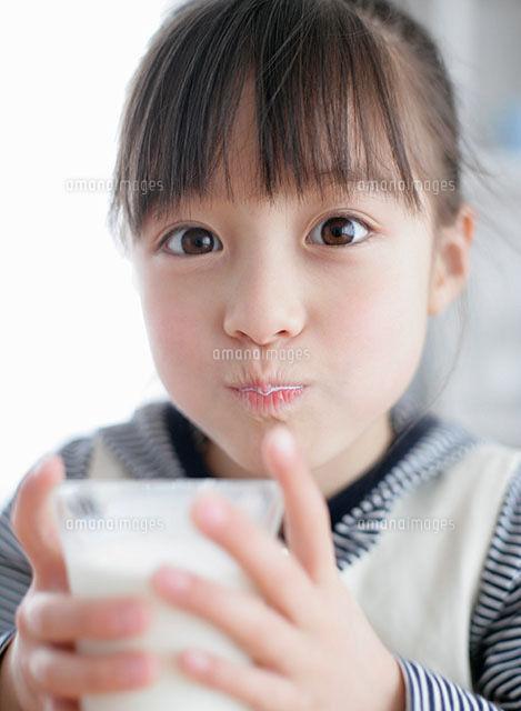 橋本環奈「奇蹟美貌」成長全過程曝光!爆紅前「純真喝牛奶畫面」網看呆:真的是逆生長