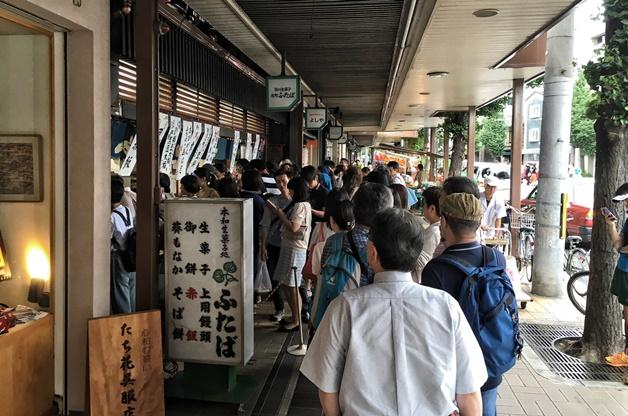 日本人排隊「一定要守秩序」的原因曝光 超狂「罰金和懲罰」讓白目不敢插隊!