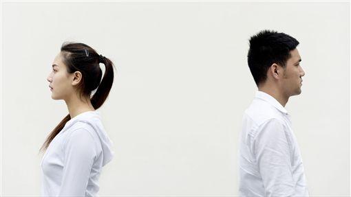 全職媽媽被老公狠嗆:「妳付出過什麼?」網怒:拿4000叫他媽去顧!