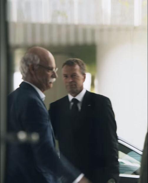 賓士執行長「終於解脫」光榮退休 回家「做自己」開BMW超跑...網哭:好感人的關係QQ