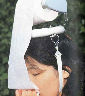 6個讓你懷疑「是我眼花了嗎?」的爆笑發明 她把「整捲衛生紙」戴頭上…原因超荒謬!