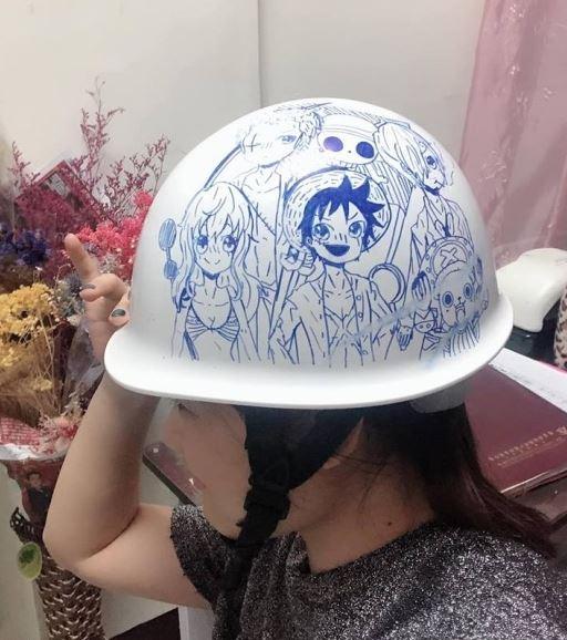 小六女兒在爸爸工地安全帽留「少女心塗鴉」 驚豔畫風引1.2萬人讚爆:可以當嫁妝了!