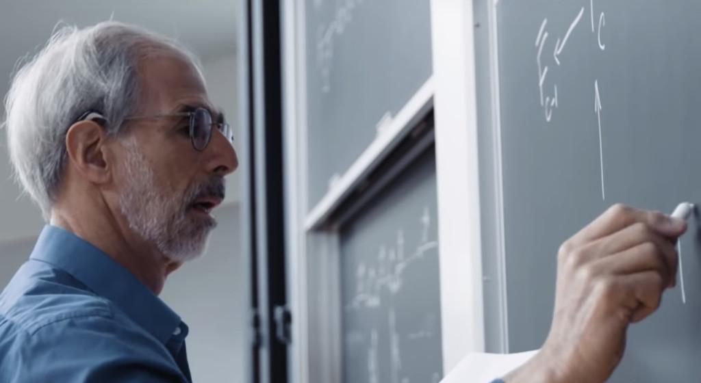 美數學教授「最愛的粉筆」將絕版 鐵粉急囤「15年份」:沒它不行!