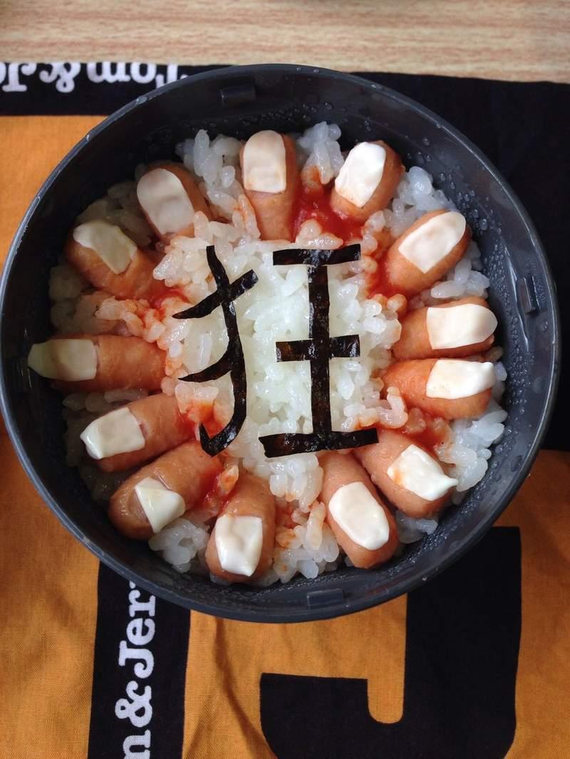 日本媽大暴走做出「超黑暗系便當」 歐吉桑的嘴、蟬全部入菜!