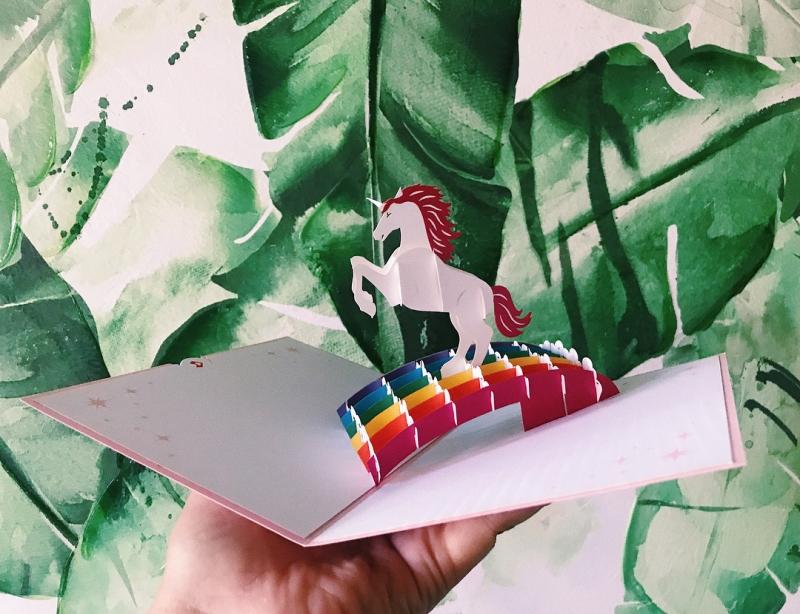 21款「專屬彩虹情侶」的超Q喜帖設計 2個公主在一起的童話更夢幻!