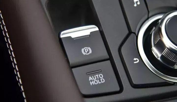 車上4個「千萬不能亂碰」的重要按鈕 按一下的代價可能是「丟小命」!
