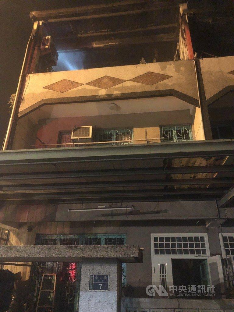 民宅遇大火巷弄太窄「卡死消防車」 禮儀師見「最熟悉的身影」淚崩:是我爸爸