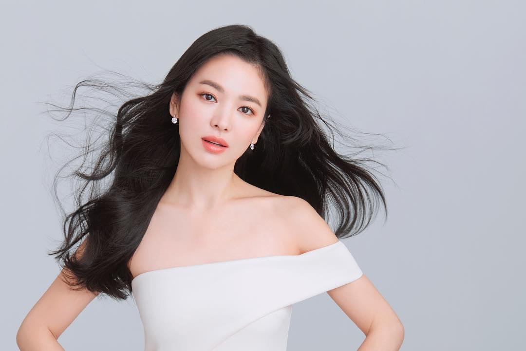 「韓國元祖女神」宋慧喬出席美國活動 「超誇張妝扮」網友全驚呆:妳是誰!