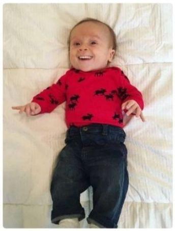 神人特製「寶寶提前長牙」另類P圖超爆笑 「滿嘴是牙」的詭異模樣讓網驚嚇:不敢餵人奶了!