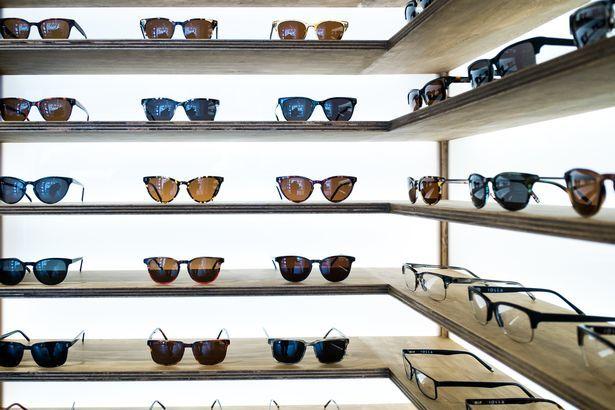 眼鏡幾年才換一次...眼鏡行真的能賺嗎?零售商爆「1000%利潤」成本低到驚人