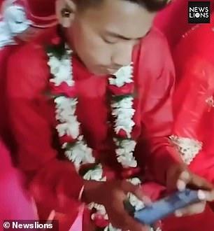 新郎在婚禮「還想要吃雞」狂打遊戲 老婆被晾一邊超無奈…網暴怒:跟手機結婚好了!