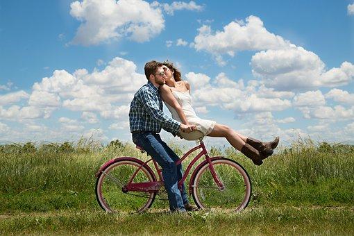 占星網公布「想24小時黏著女友」的Top5星座男 水瓶座愛黏人竟是因為太懶!