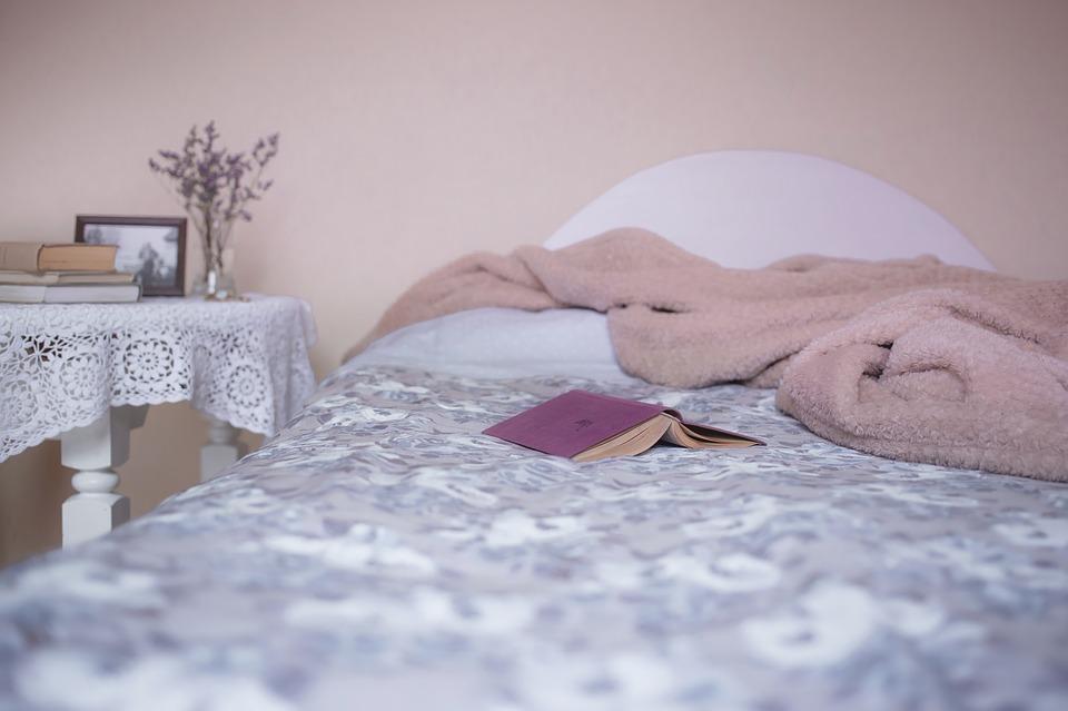 男友出門上班…她卻在床上「被模糊影子緊抱」 結果「劇情神展開」網嘆:妳太猛!