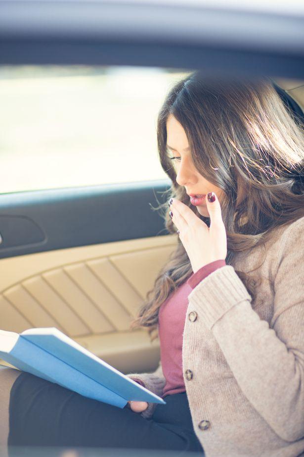 姐夫邀她一起看「超詭異的自創書」 卻發現「主角是自己」嚇壞求救:我該怎麽辦?