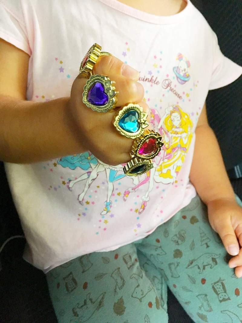 3歲妹把「魔法寶石盒」全戴在手上 竟意外神還原「無限手套」!