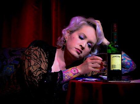 心理學公佈出8種「喝醉後的行為」背後的隱藏性格 喝完「隔天就失憶」的人其實很寂寞