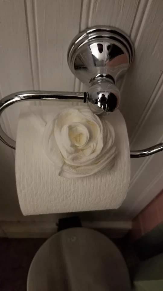哈利波特「家庭小精靈」真人版?驚見家門大開嚇壞...結果家裡煥然一新:還有一朵玫瑰