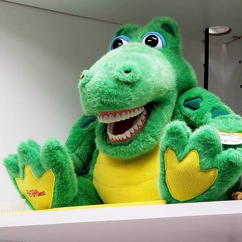 牙醫診所把玩偶「全部裝上假牙」 小屁孩看到「超詭異笑容」再也不敢蛀牙!