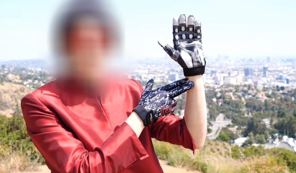 他用「手腕的芯片」穿越到2075年 預告人類「將與外星人接觸」…監視者卻中途出現!