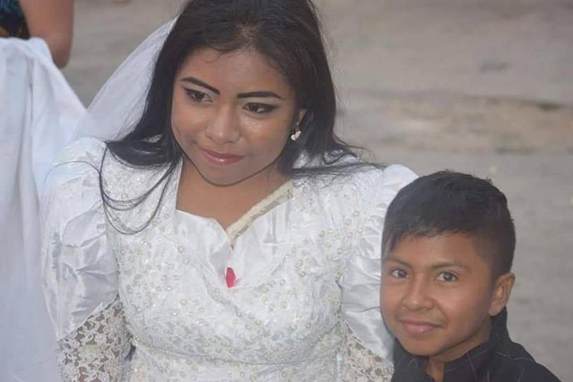 網瘋傳「小男孩吻新娘」的震撼照片 以為是賣女兒…結果「超暖心真相」曝光網友全祝福!