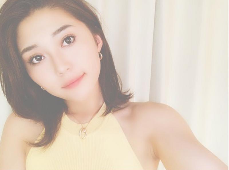 正妹外露內衣「支持世界和平」爆紅 網搜出本尊IG「工作灑汗照」太犯規!