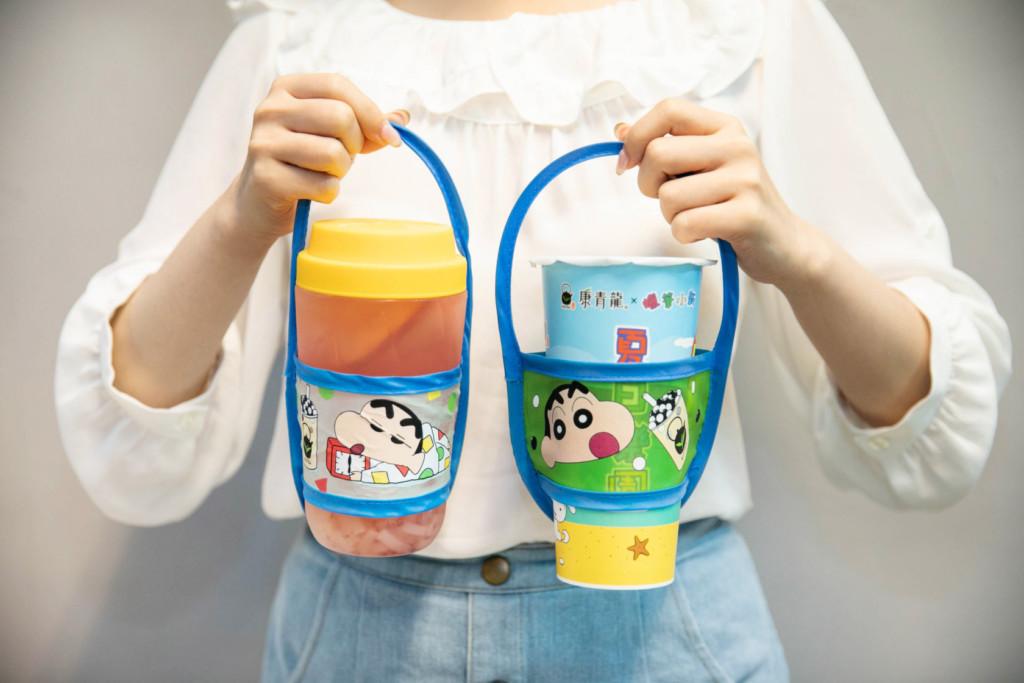 康青龍攜手《蠟筆小新》推「超可愛飲料杯」 粉絲看到「環保杯套」暴動:一定要收!