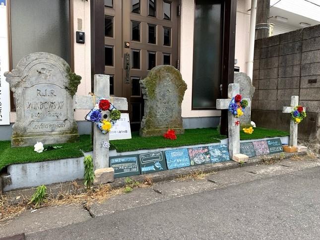 東門突出現3塊巨大「微軟系統墳墓」 一靠近「超懷念音效」響起網大嘆:青春已死!