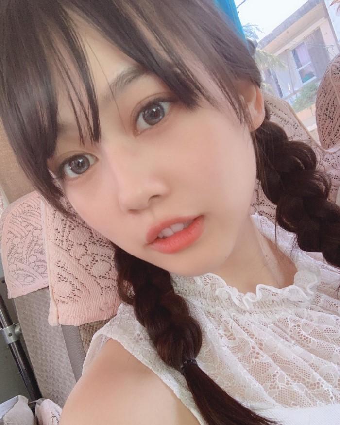 拳擊冠軍背後的「天使瀏海妹」大爆紅 網友神出IG「誠意雪球照」身材超邪惡!