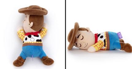 日推《玩具總動員》「全部睡著了」超萌公仔 賴床的熊抱哥讓人好想陪睡!