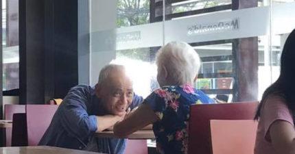 網友目睹白髮老夫妻在速食店聊天 他「熱戀中的模樣」感動6萬人:最美的愛情!