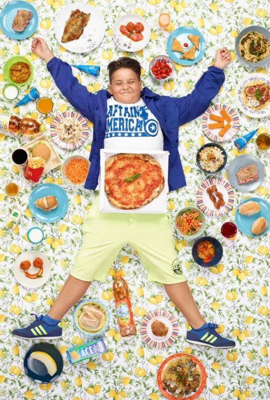 16張各國小孩「和每週飲食合照」的畫面 網看到「馬來西亞小孩」超羡慕:菜單超豐富!