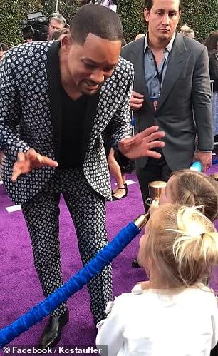 威爾史密斯走紅毯被小女孩問:「你的魔法呢?」 他超暖的「精靈級回答」讓網友讚爆!