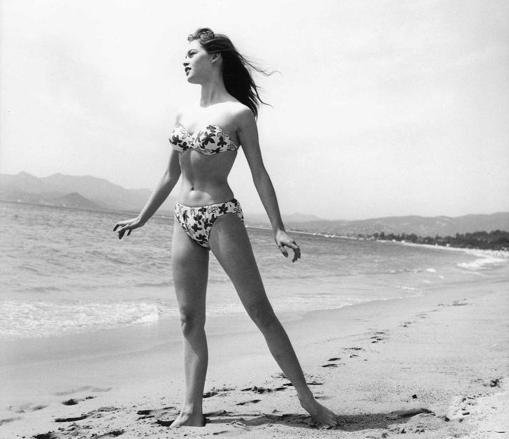 古代人穿什麽游泳?泳裝「100年進化史」曝光 「比基尼」的發明原因太意外!