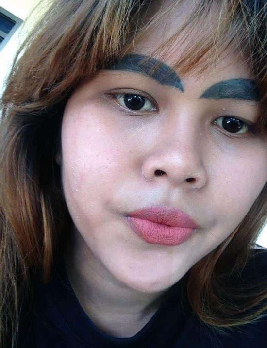少女找師傅紋眉 睜眼看到「超粗半月眉」崩潰…心碎嘆:不敢再貪小便宜了QQ