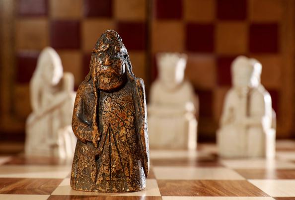 他55年前用「200塊」買舊象棋 真身竟是「失蹤200年」的寶藏…一夜變千萬富豪!